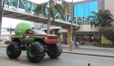 Monster Truck é o transporte oficial do Papai Noel em Campo Grande